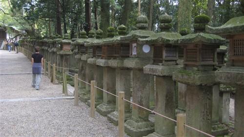 112 The approach to Kasuga Taisha shrine.jpg