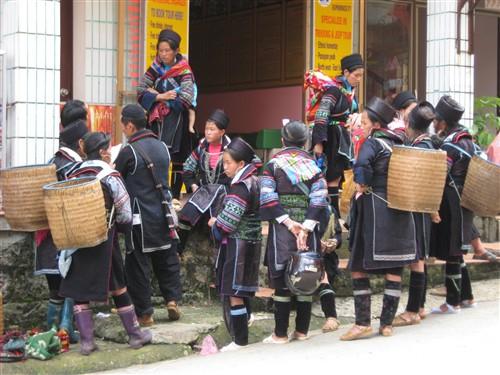 217 Black Hmong village women.jpg