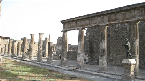 048 Pompei - Temple of Apollo.jpg